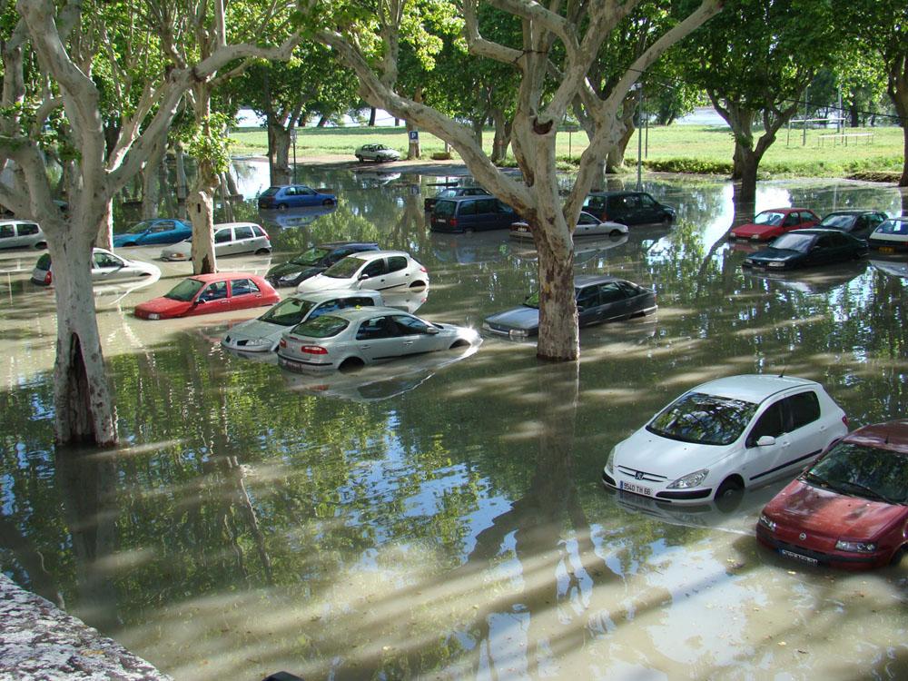 Inondations parking du Casino à Beaucaire, mai 2013